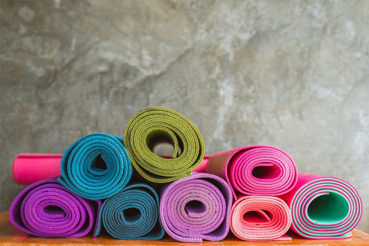 How To Pick A Yoga Mat : Buying Guide With Images